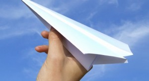 aviao-de-papel-490x271